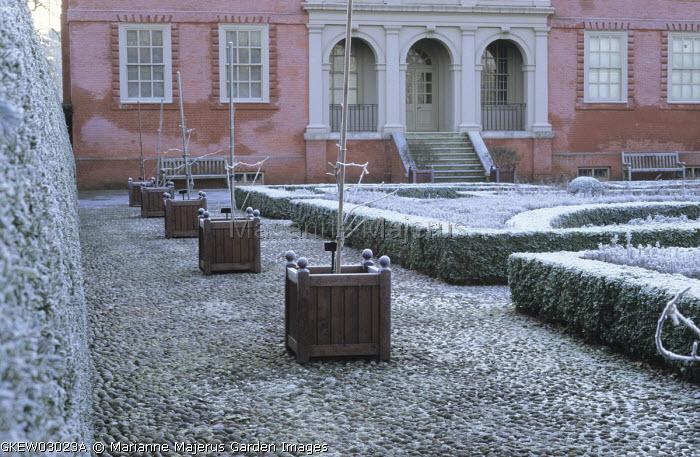Queen Anne's garden, cobble path, box hedging