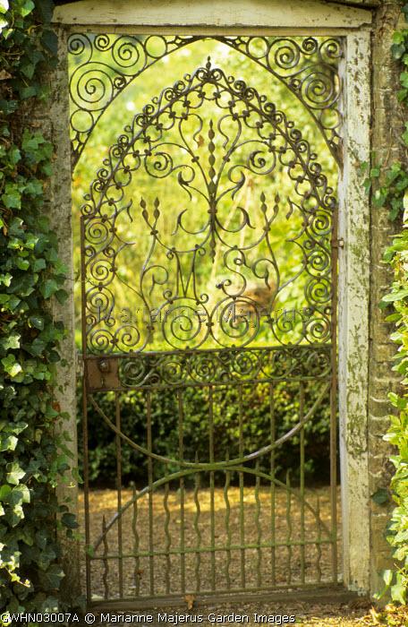 Cast-iron gate