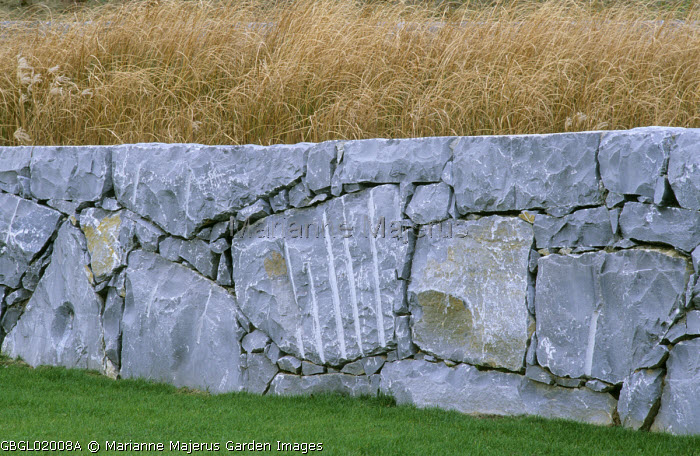 Dry-stone wall