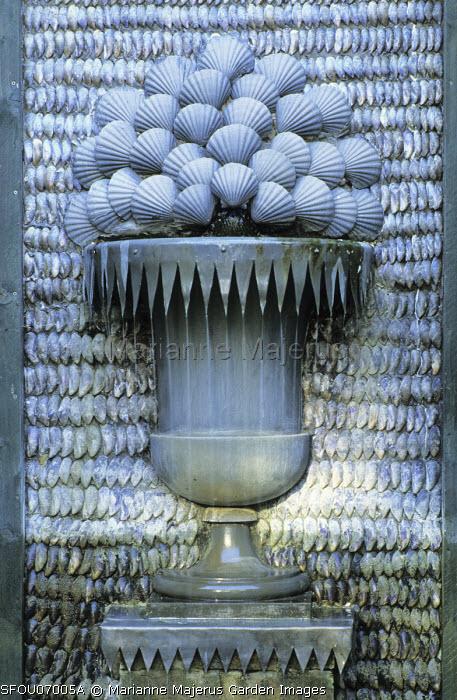 Fountain, mussel & scallop shells