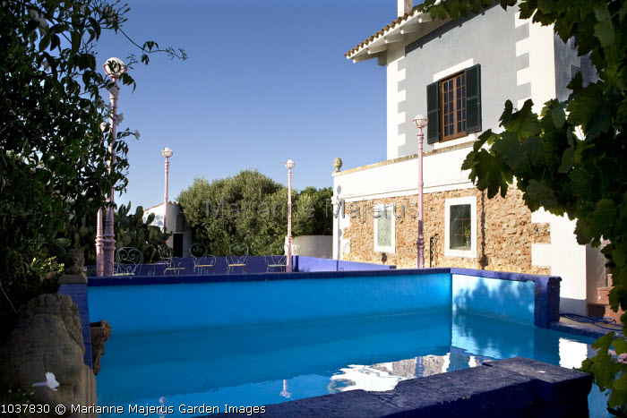 Swimming pool, view to house