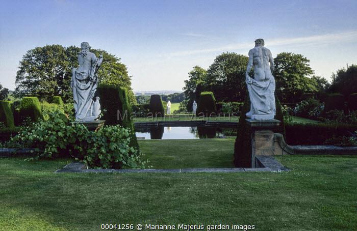 Fountain, statues