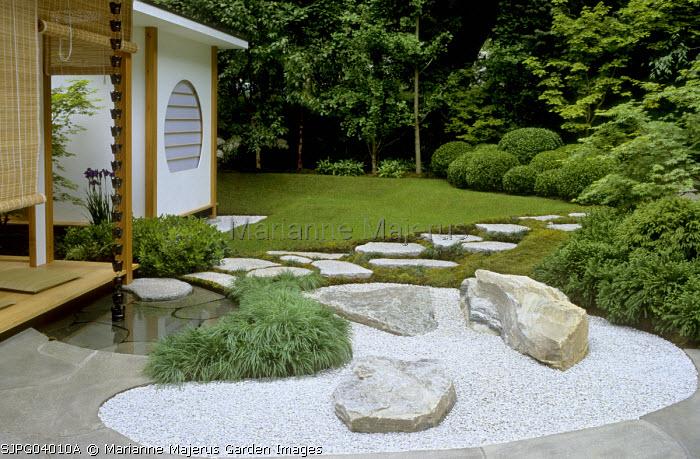 Tea house, rock boulders in gravel, Acorus gramineus 'Pusillus'