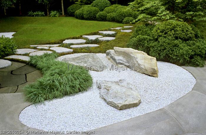 Donegal quartzite rocks in gravel, Acorus gramineus 'Pusillus', stepping stone path, Oppdal quartzite paving