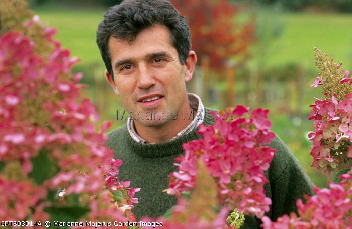 Thierry de Ryckel with Hydrangea paniculata 'Pinky Winky', syn. 'Dvppinky'