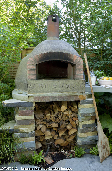 Pizza oven, log storage, outdoor kitchen, barbecue