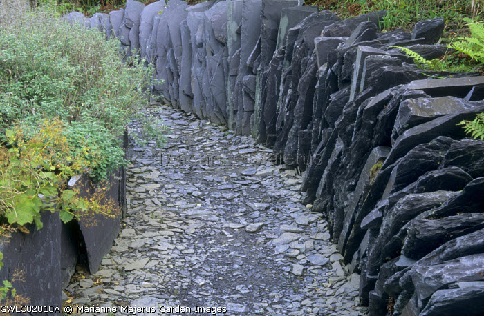 Slate chippings path and slate wall