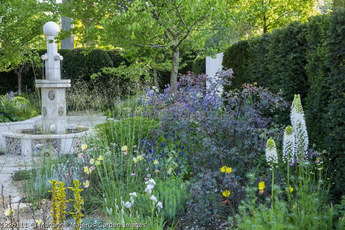 Gravel garden, Persian-style fountain, Stipa gigantea, Rosa glauca, Asphodeline lutea, Zelkova serrata, Iris 'Florentina', Oenothera odorata 'Sulphurea', Eremurus himalaicus