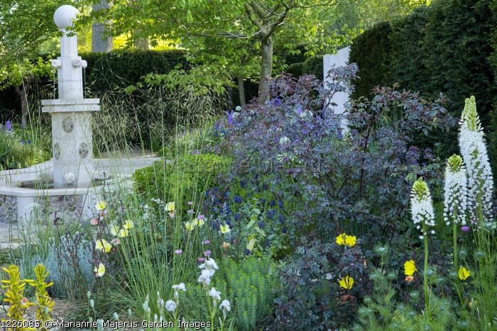Gravel garden, Persian-style fountain, Stipa gigantea, Rosa glauca, Oenothera odorata 'Sulphurea', Eremurus himalaicus, Papaver dubium subsp. lecoqii var. albiflorum, Zelkova serrata