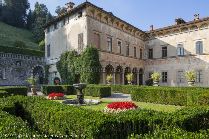 Formal Italian garden, low clipped box hedge parterre