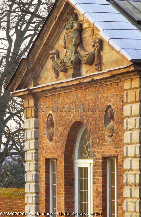 Facade of the Green House, niches with terracotta busts