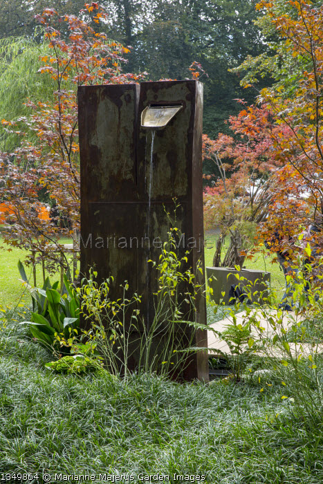 Water wall fountain, carpet of Ophiopogon japonicus 'Gyoku-ryu', Acer palmatum