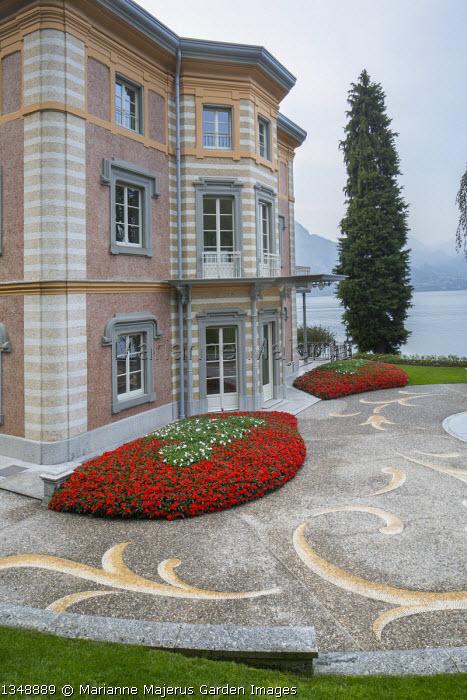 Pebble mosaic paving in front of Villa Fanny, summer bedding