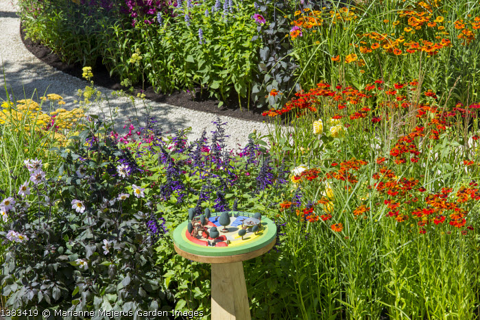Helenium 'Moerheim Beauty' and 'Mardi Gras', Salvia 'Amistad', dahlia, 3D model of garden design