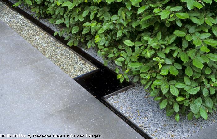 Geometric paving design, basalt paving, rill, gravel, hornbeam hedge