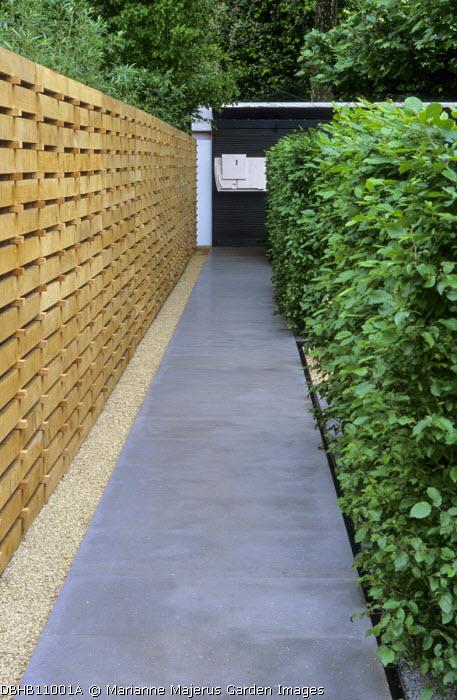 Basalt paving, rill. gravel, oak fence, hornbeam hedge