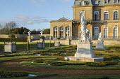 Parterre, classical statues on plinths