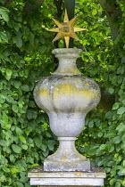Stone ornament in berceau