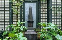 Formal garden, Zantedeschia aethiopica, obelisk fountain, trellis