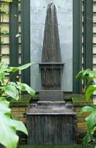 Obelisk fountain, trellis