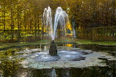 'Le Mirroir':  fountain and pond with avenue behind