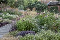 Penstemon 'Raven', Geranium 'Dreamland', Echinacea purpurea 'Magnus', hylotelephium syn. sedum , Heuchera 'Plum Pudding', Hordeum jubatum