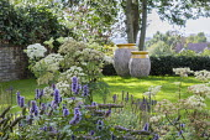Agastache 'Blackadder', Selinum wallichianum, large urns on lawn