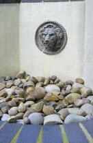 Lion mask fountain, cobbles